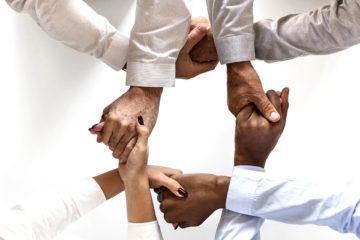 Team building mains serrées